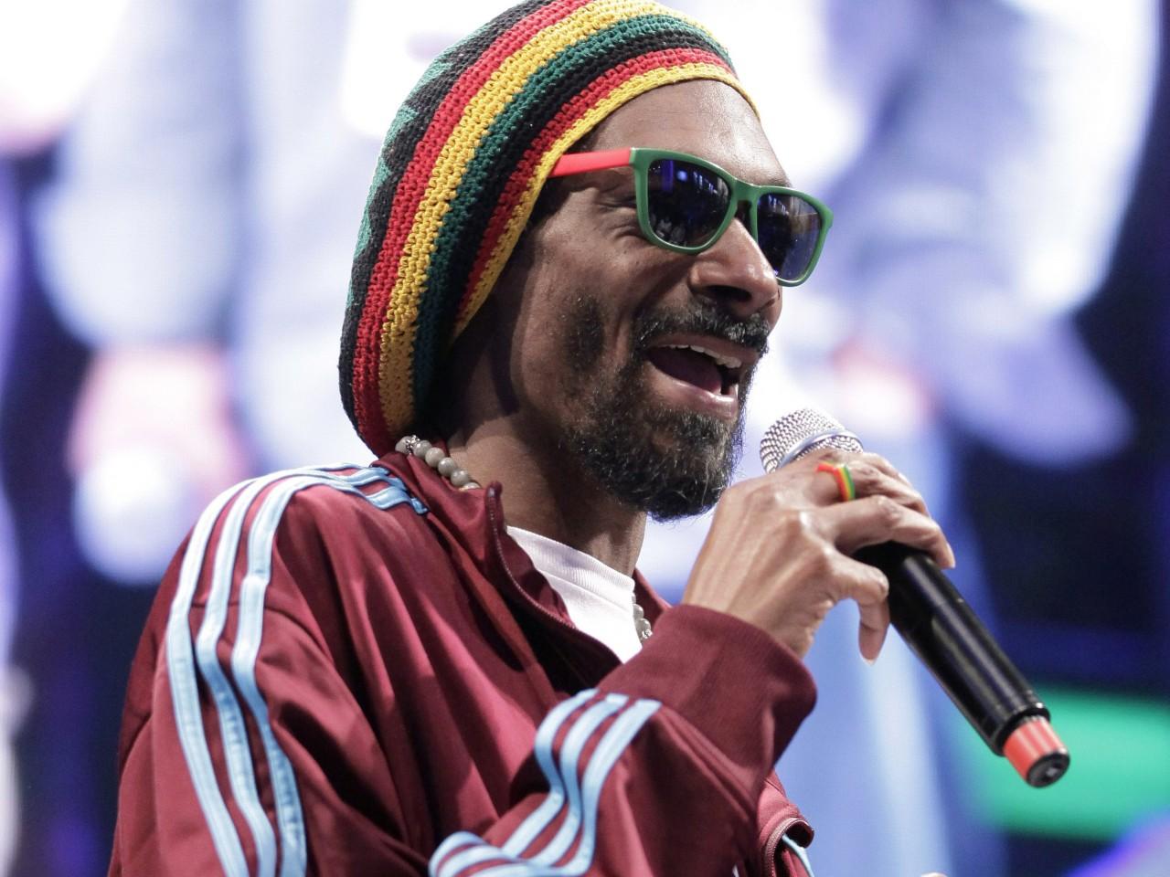 Snoop Lion tops Billboard Reggae Album ChartSnoop Lion Dreads